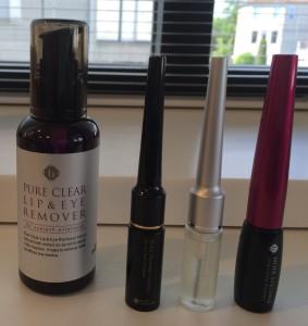 Nazorg producten voor de extensions. Een make-up remover en een mascara op waterbasis en 2 coatings (coatings staan in het midden).