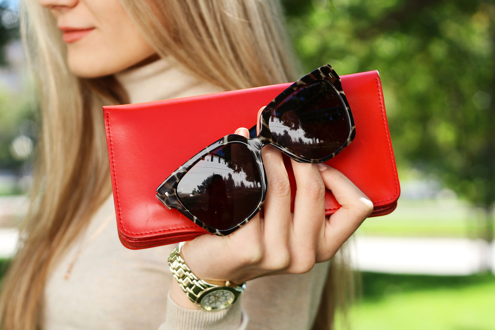 Clutch in red