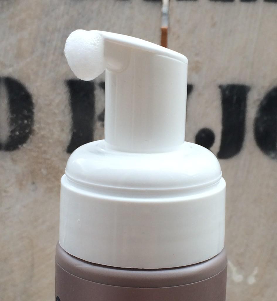Neutral Face Wash pomp
