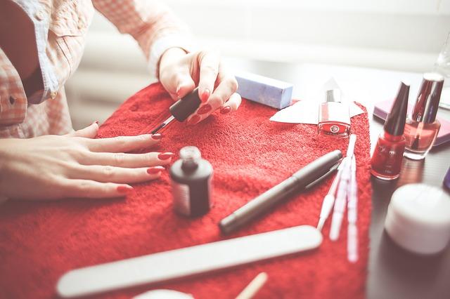 Beauty-Weetjes | 7 Tips om van die gele nagels door nagellak af te komen!