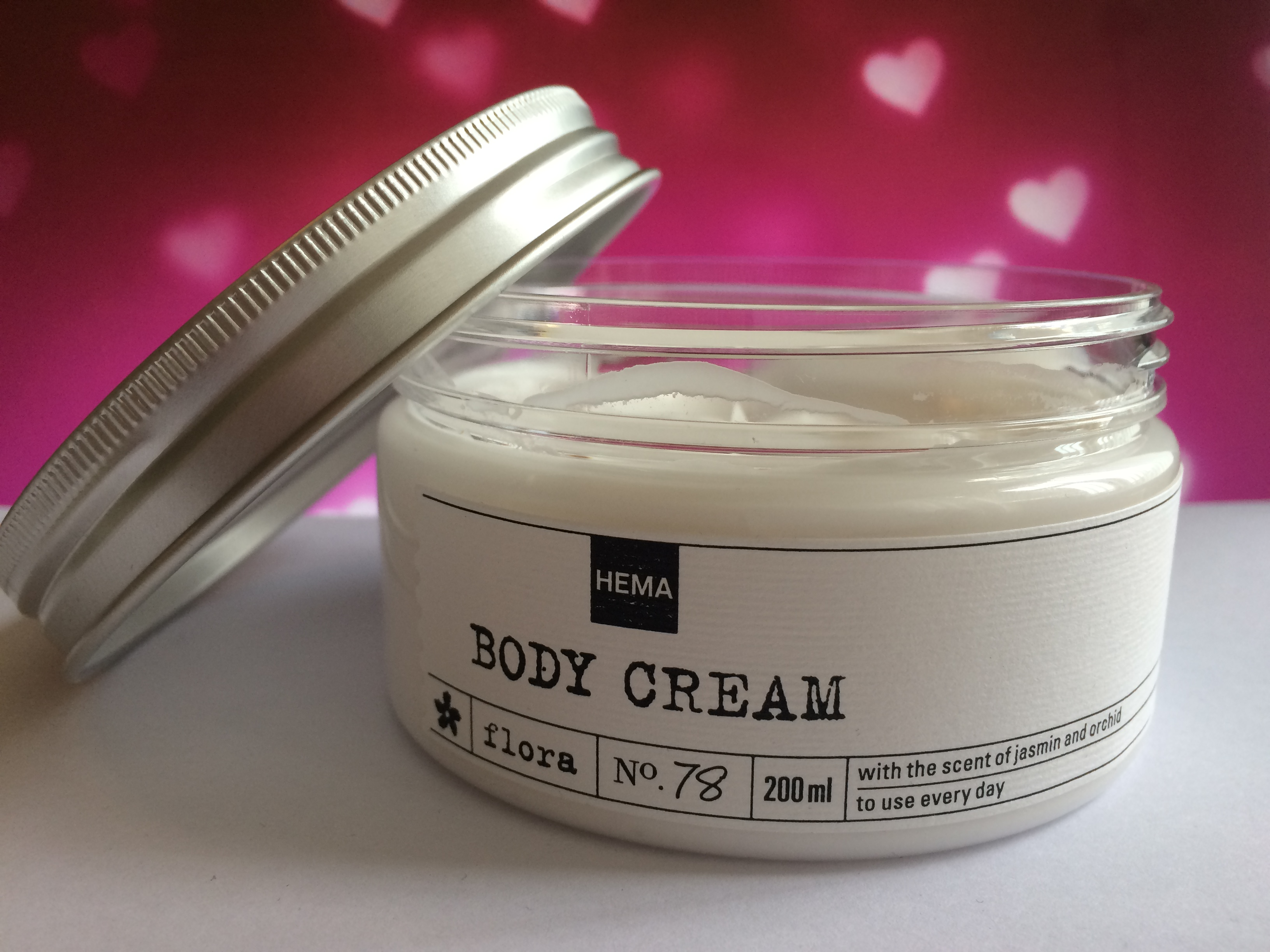 Beauty Review | HEMA Flora body cream No. 78 + swatch!