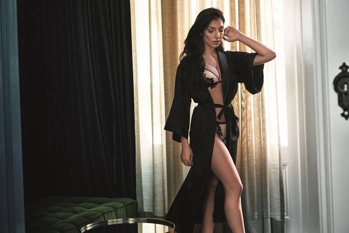 Anna Nooshin Lingerie collection Hunkemöller long smoking kimono