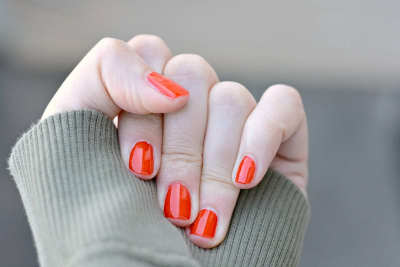Nagels met Complete Care 7-in-1 Sally Hansen en nagellak