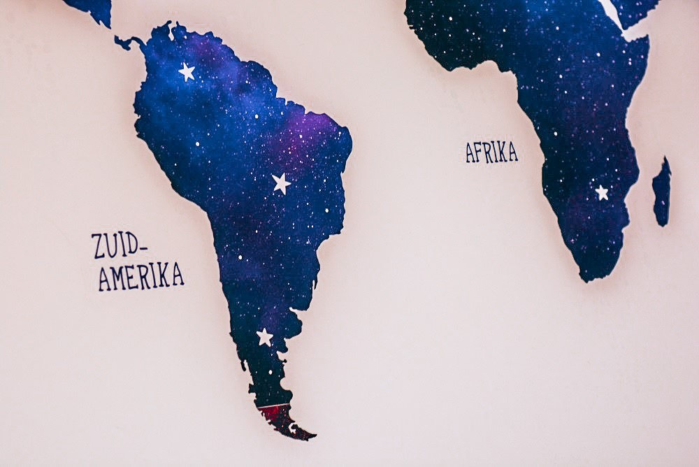 Detail wereldkaart op plexiglas