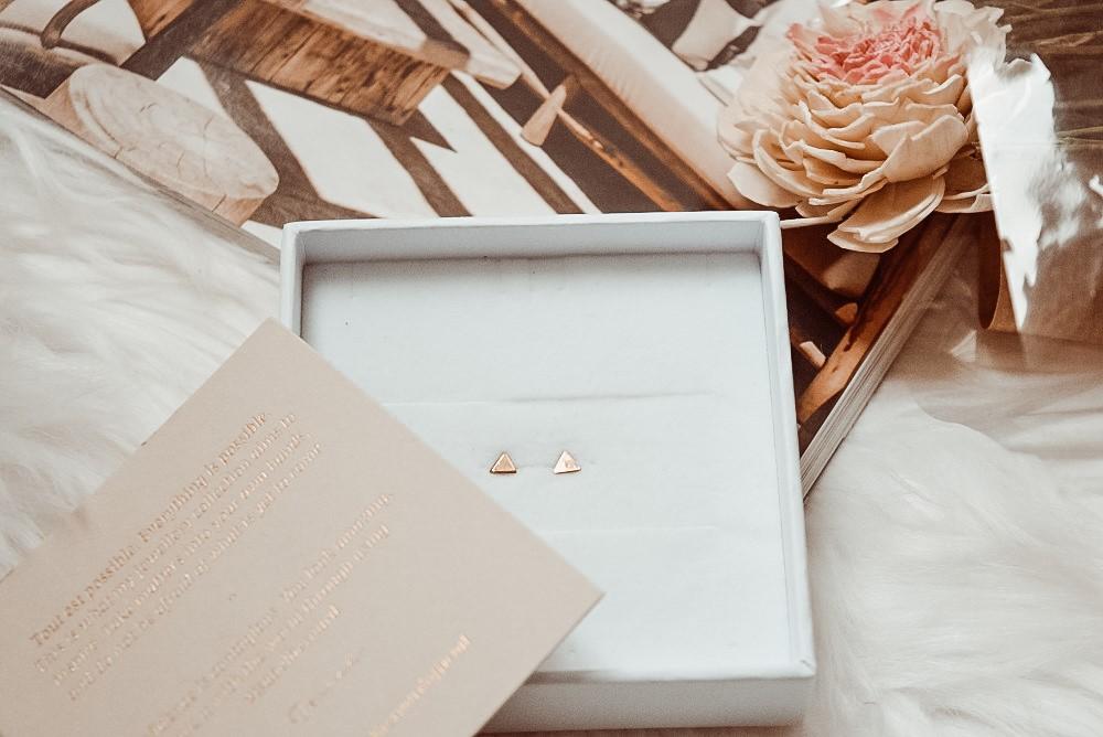 Gouden oorstekers driehoek Isabel Bernard