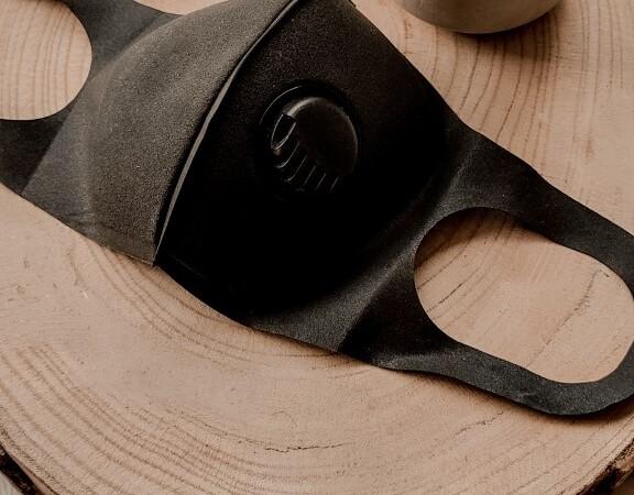 Herbruikbaar mondkapje zwart met ventiel