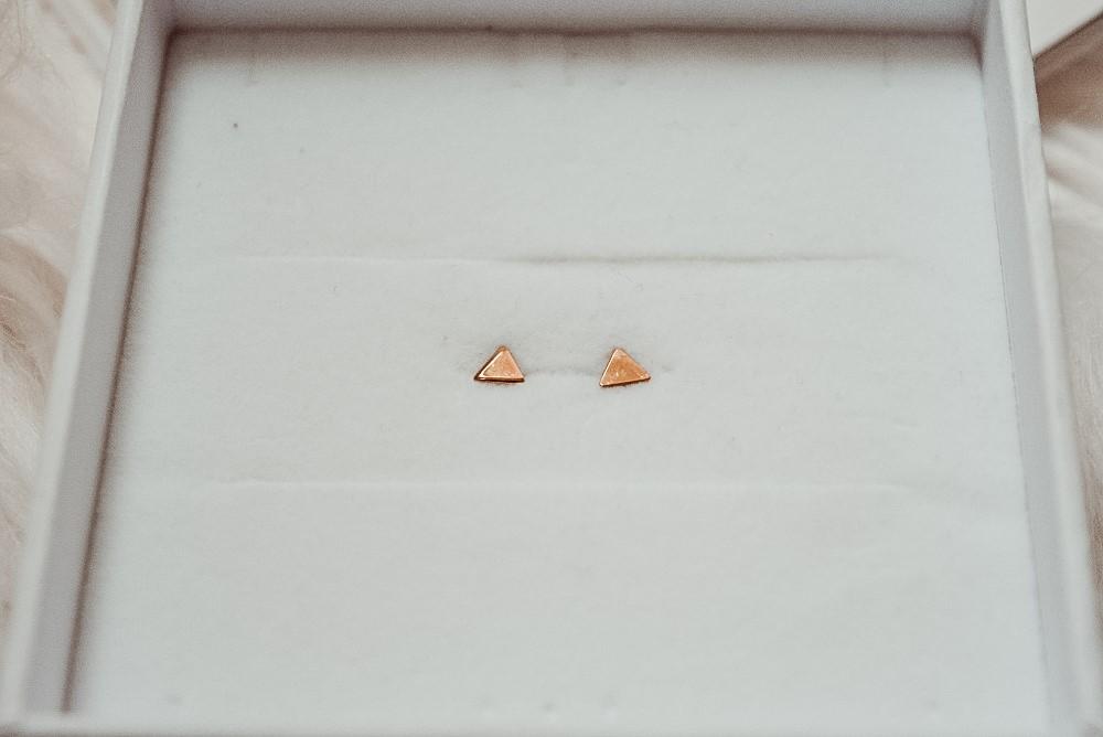 Moneau Fleur gouden oorbellen driehoek Isabel Bernard