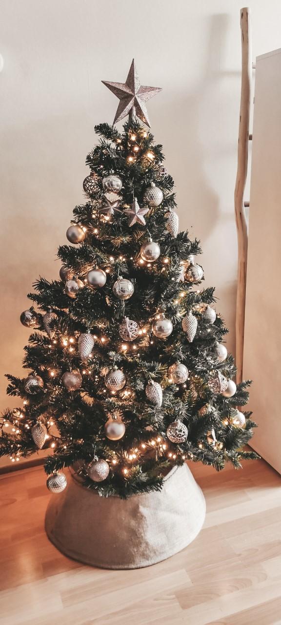 Onze nieuwe kerstboom en kerstdecoratie