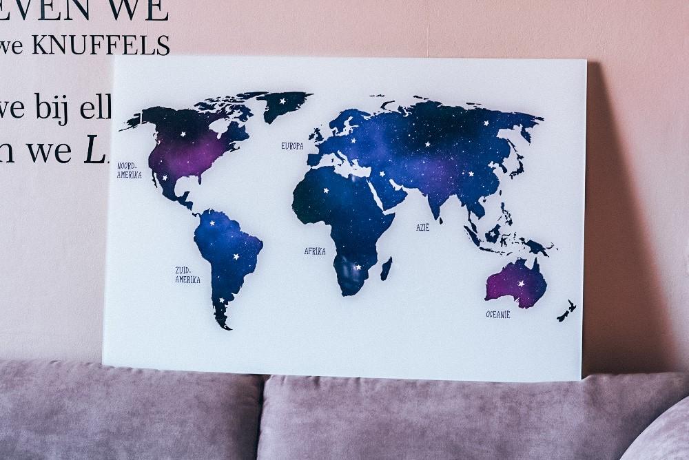 Wereldkaart op plexiglas